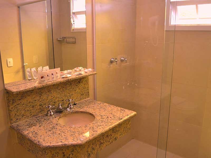 Banheiro do Chalé London em Campos do Jordao