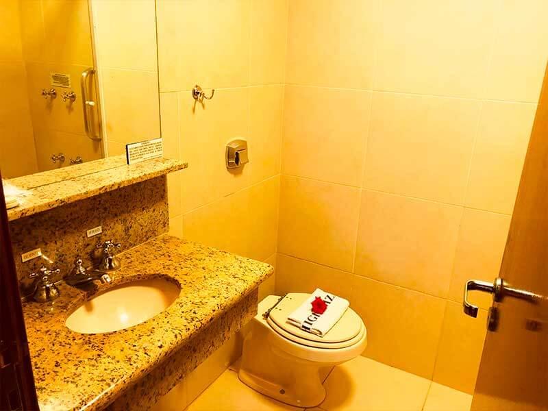banheiro do Chalé Manchester em Campos do Jordão