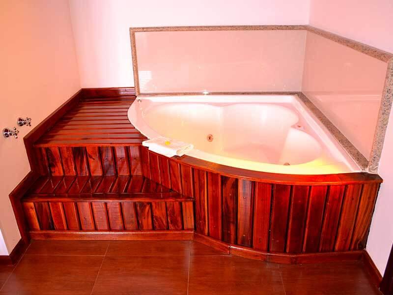 banheira do Chalé Oxford na Pousada em Campos do Jordão